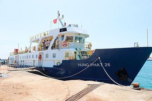 Mid-speed ship shortens travel time to Phu Quy island hinh anh 1