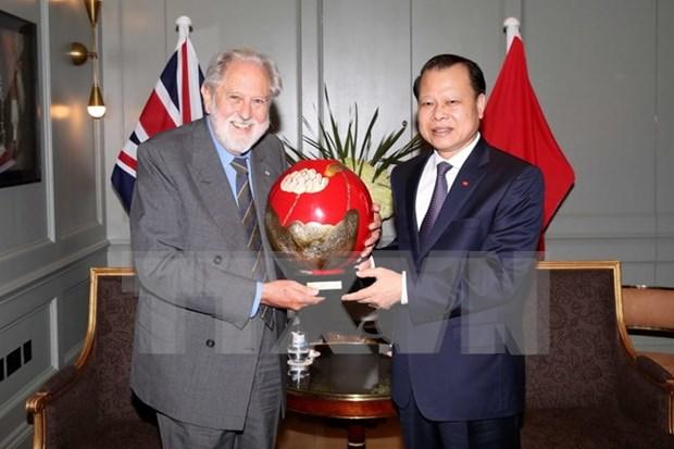 Deputy PM meets UK trade envoy during Europe visit hinh anh 1