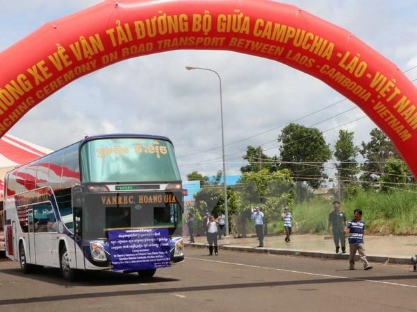 Vietnam, Laos, Cambodia facilitate cross-border road transport hinh anh 1