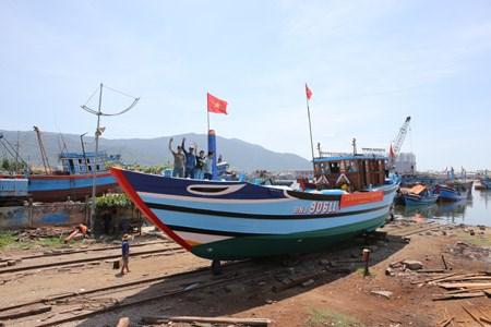 Central city debuts fishing logistics fleet hinh anh 1
