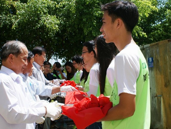 RoK students help Binh Dinh hinh anh 1