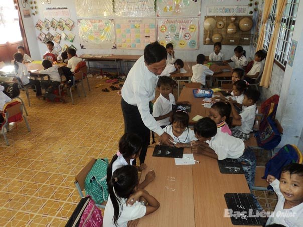 Kien Giang: 300 Khmer language courses arranged for locals hinh anh 1