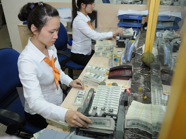 Commercial banks lift US dollar prices hinh anh 1