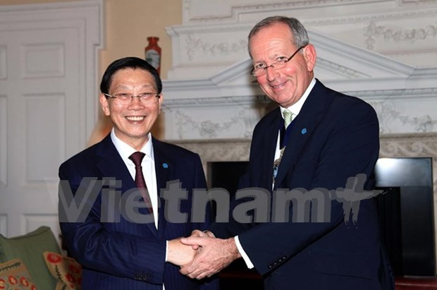 Hanoi, London foster financial cooperation hinh anh 1