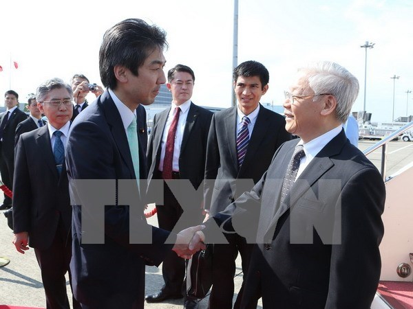 Party chief arrives in Tokyo hinh anh 1