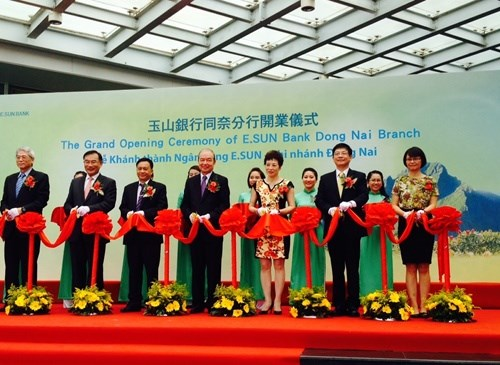 Taiwanese bank comes to Vietnam hinh anh 1