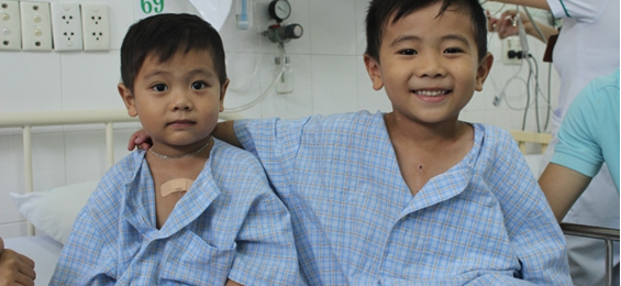 Binh Thuan: Needy kids receive free heart checks hinh anh 1
