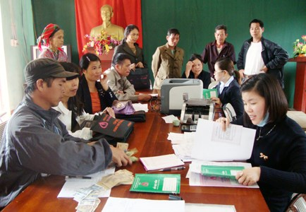 Bank helps 3.6 million households escape poverty hinh anh 1