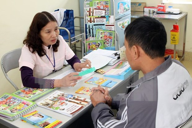 Ways to eradicate discrimination against HIV/AIDS discussed hinh anh 1