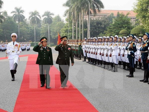 Vietnam, Laos enhance military cooperation hinh anh 1