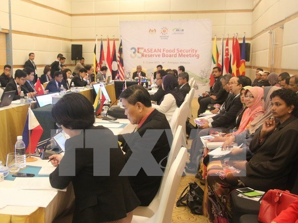 ASEAN accelerates building post-2015 connectivity master plan hinh anh 1