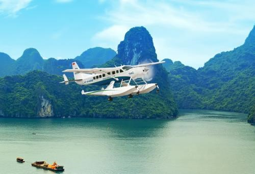 Seaplane tours to Ha Long serve 3,500 passengers in a year hinh anh 1