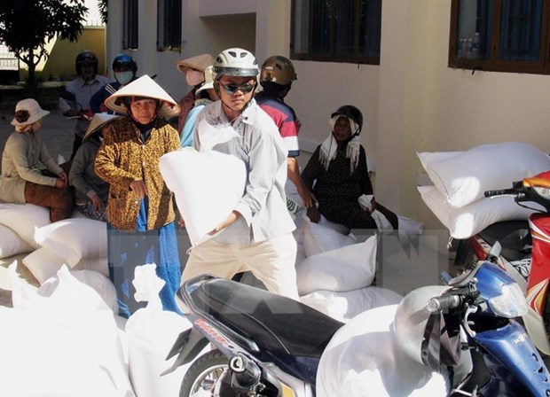 Ninh Thuan distributes rice aid to poor people hinh anh 1