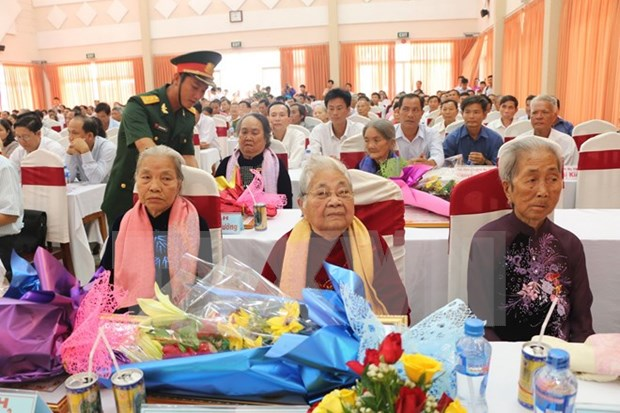 """Khanh Hoa: Over 200 women bestowed """"Heroic Mother """"title hinh anh 1"""