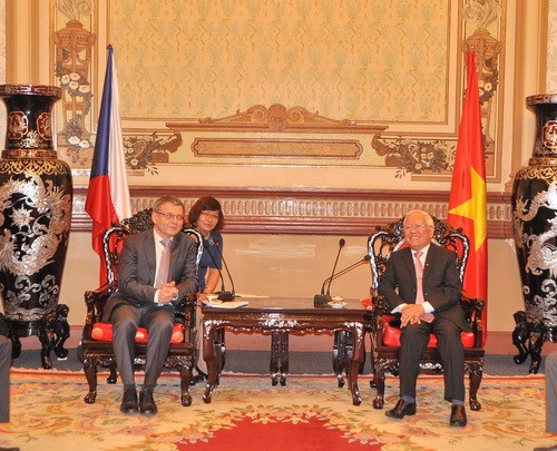 Czech Foreign Minister visits Ho Chi Minh City hinh anh 1