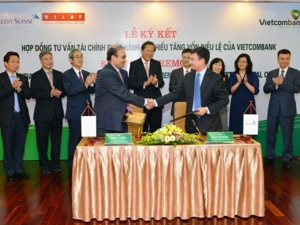 Vietcombank chooses Credit Suisse, VILAF for equity issue hinh anh 1