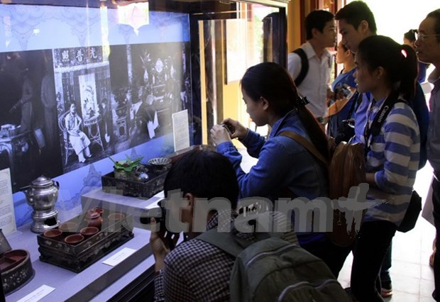 Hue visitors get glimpse of royalty hinh anh 1