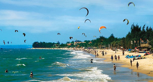 Binh Thuan to focus on sea sports, leisure tourism hinh anh 1