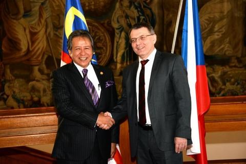Malaysia, Czech Republic secure bonds in trade, education, tourism hinh anh 1