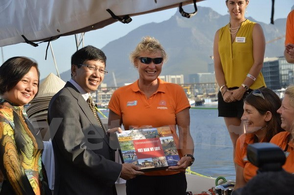 Da Nang yacht welcomed by ambassador in Cape Town hinh anh 1