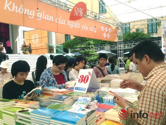 Hanoi vibrant with Autumn book fair 2015 hinh anh 1