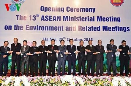 ASEAN ministers adopt statement on climate change hinh anh 1