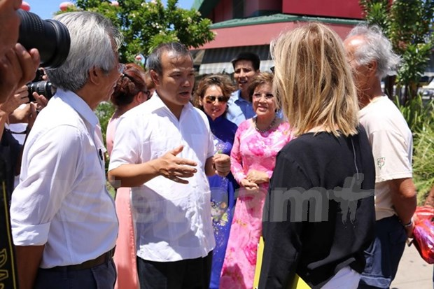Deputy FM learns about Australia's largest Vietnamese community hinh anh 1