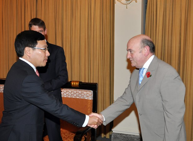 Vietnam, UK to tap defence cooperation potential hinh anh 1