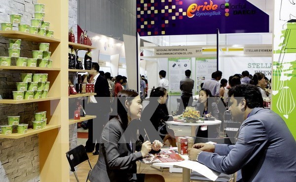 Vietnam Int'l Retail and Franchise Exhibition opens hinh anh 1