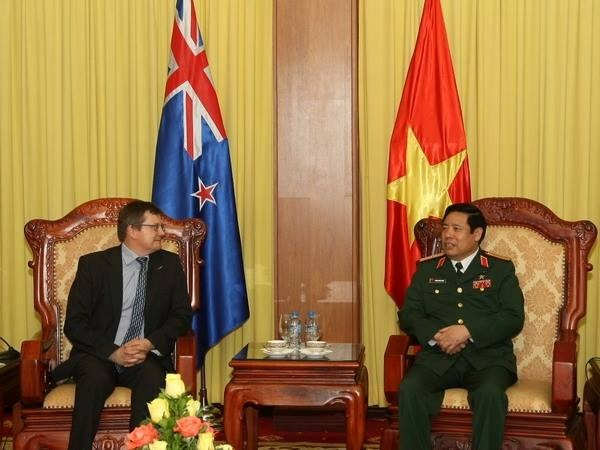 Defence Minister receives New Zealand defence official hinh anh 1