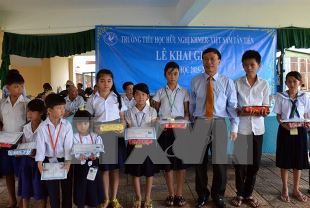 OV students in Phnom Penh enter new school year hinh anh 1