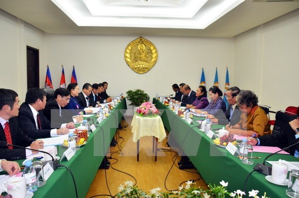 Party delegation visits Cambodia to tighten ties hinh anh 1