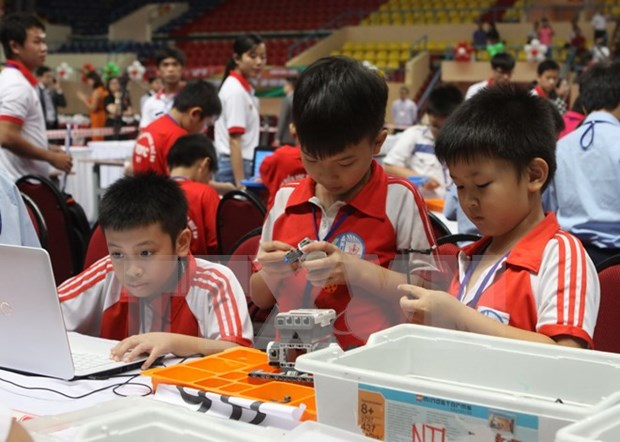 Robothon Day 2015 for primary school students in Hanoi hinh anh 1
