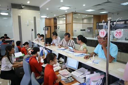 Local banks draw foreign interest hinh anh 1