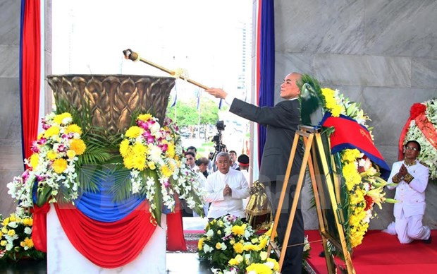Cambodia celebrates 62nd Independence Day hinh anh 1