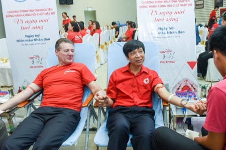 Experts discuss measures to increase voluntary blood donation hinh anh 1