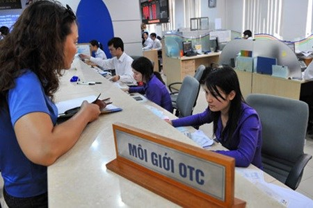 Brokerage firms face suspension hinh anh 1