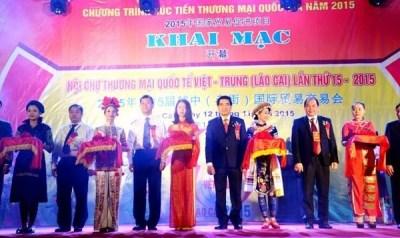 Vietnam-China international trade fair opens hinh anh 1