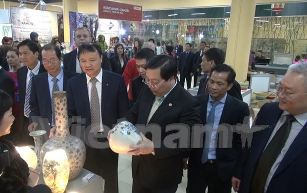 High-quality Vietnamese product fair opens doors in Russia hinh anh 1