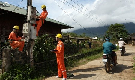 EVN accelerates rural grid transfer hinh anh 1