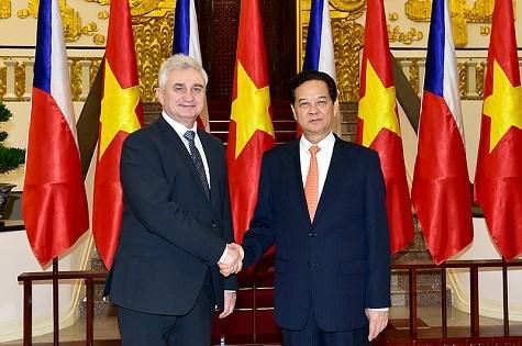 Czech Senate President highly values Vietnamese community hinh anh 1