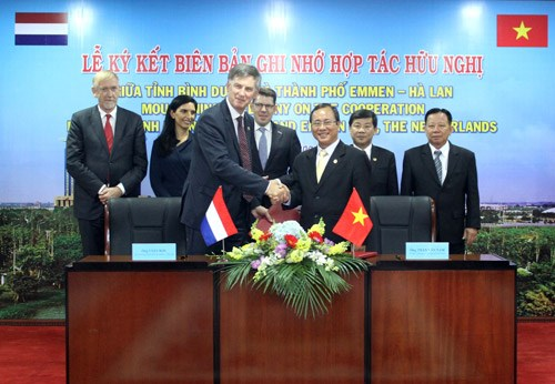 Binh Duong, Emmen city step up cooperative ties hinh anh 1