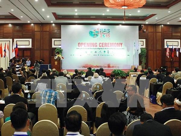 EAS workshops focus on climate change, coastal management hinh anh 1