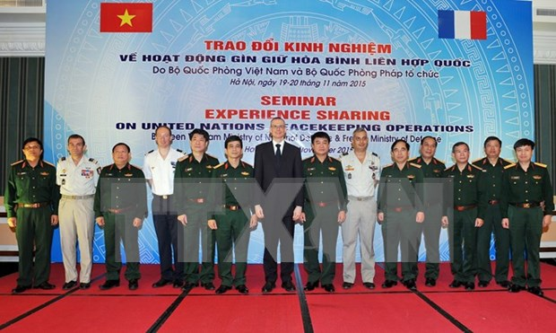 France willing to share peacekeeping experience with Vietnam hinh anh 1