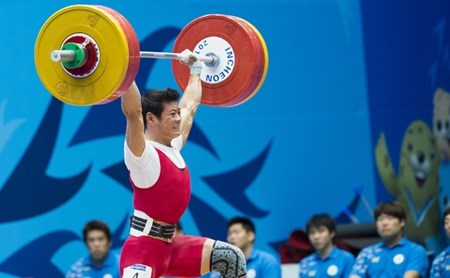 Vietnamese weightlifters set sight on Rio Games hinh anh 1