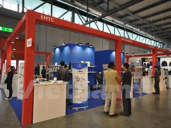 Firms display products at world's biggest motorcycle show hinh anh 1