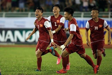 Vietnam cruise to victory over Thailand hinh anh 1