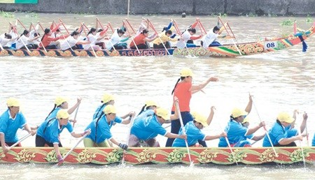 Khmer festival takes to the water hinh anh 1