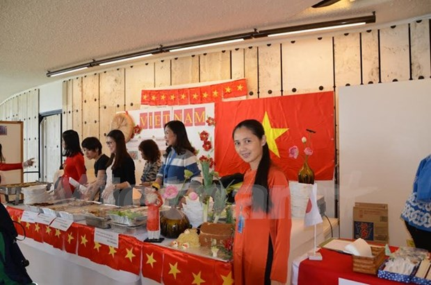 Vietnam attends international charity Bazaar hinh anh 1