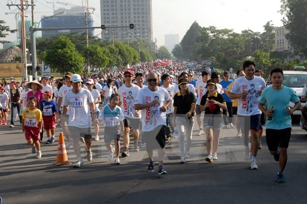 Over 18,000 people join Terry Fox Run hinh anh 1